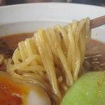 坦々と - 麺はストレート細麺ではなく、モチモチとした中太麺です。