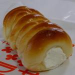 テラサワ・ケーキ・パンショップ - 生クリームコロネ