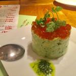 表参道ワイン食堂Den - プリプリ海老とアボカドのタルタル680円