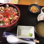 魚屋直営食堂 魚まる - 魚まるまーさん丼