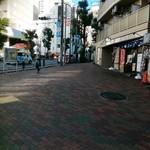 98622113 - 歩道橋を降りたここの辺りに旧店舗ありました