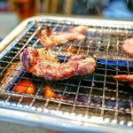 焼肉 八廣 - ガスコンロで焼きます。
