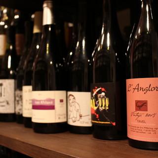世界的にトレンドの自然派ワインを豊富な知識と共に堪能できる