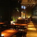 金山ソウル - しっとり照明の落ち着いた店内