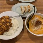 小伝馬町餃子 - ハーフ麻婆丼+ハーフ担々麺600円+餃子3個100円
