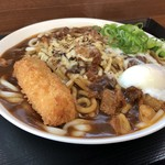 麺屋 まる - 火曜日限定カレーうどん大盛りチーズ温玉❣️ 何故かカレー皿!