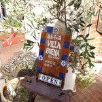 ビジャブエナ - 可愛らしい手作りの看板