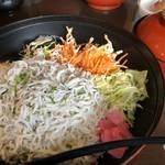 とびっちょ - 料理写真:シラス丼
