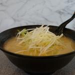 頓珍館 - 料理写真:味噌ラーメン+白髪葱