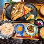 98640377 - 焼き魚定食、カンパチのカマ