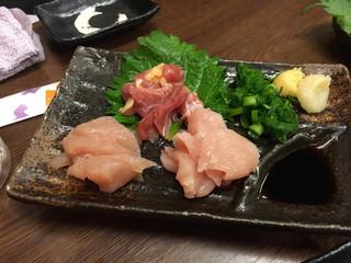 宮崎の地鶏 トロモモ 天満店 - 刺身の三種盛