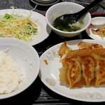 歓迎 - 歓迎 東京スクエアガーデン店 ランチ 餃子定食 税込700円 ご飯少な目でお願い  ご飯の盛り方が残念!