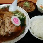 98643046 - 厚切りチャーシュー麺ともつ煮ライス