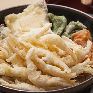 サクサク食感がたまらない白えび天ぷらは食べごたえ抜群◎