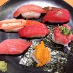 スシロー - 料理写真:本鮪・かに・うに豪華天然7貫盛り(980円+税)かなりなクオリティ
