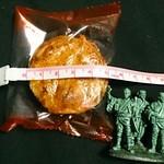 鈴木屋商店 - 料理写真:ホンダ製菓 焼きソースせんべい 26枚入り 205円