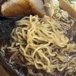 弟子屈ラーメン - 弟子屈醤油 麺は中細くらいの縮れ麺。