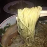 王龍ラーメン - 少し硬めが好き 飲んでグニャグニャなヤツにはこれくらいのソフトな麺でいい