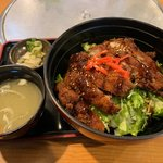 浜料理がんがん - チキンソースカツ丼850円(税別)