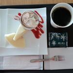 イシヤカフェ - 白いバウムTUMUGIのデザートプレートのドリンクセット(790円)です。
