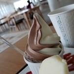 イシヤカフェ - ミックスソフトクリームです。