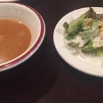 Turkish Kitchen - 前菜の豆とトマトのスープ、サラダ