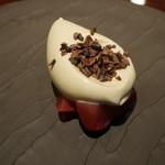 リベルタス - デザート いちごのマリネ、ビスタチオのアイスクリーム
