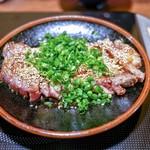 牛もつ鍋専門店 やま本 - 料理写真:・牛たたき風 1800円