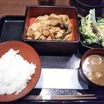 98659243 - 豚肉の生姜焼き定食 700円(税込)(2018年12月18日撮影)