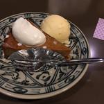 よつばカフェ - チーズケーキ。クリームとアイス付いてる。お皿も可愛い。鹿の模様みたいな。