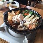 あったかキッチン まあるいおさら - 牡蠣味噌鍋。御飯が付いて2000円。