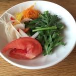 あったかキッチン まあるいおさら - サラダが食べ放題。