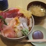 芳すし - 2011/4/27 「大盛りちらし」