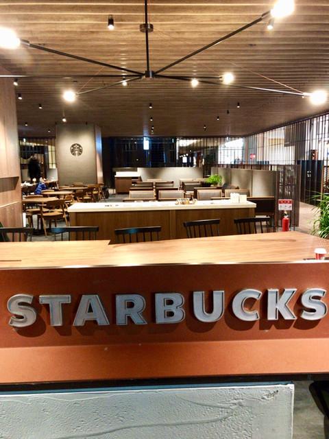 スターバックスコーヒー 日本橋高島屋S.C.店 - 中央のエリアのサイン