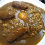 ダール - カキフライカレー卵黄載せ