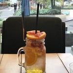 Amelie Cafe - フレッシュフルーツのデトックスソーダ