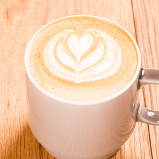 【22時まで営業】お酒もカフェドリンクも豊富なラインナップ