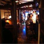 自家焙煎珈琲豆屋cafe use喫茶室 - 奥から