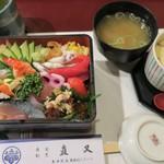 直又 - 料理写真:ちらしランチ 中(1620円)コーヒー付き