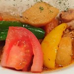 アロヒディン - ALOHIDDIN 八丁堀店 トマトベースで野菜がたっぷり使われるチキンの煮込み