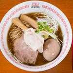 六九麺 - 料理写真:鶏薫る醤油ラーメン+名刺