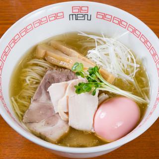 【海薫る塩六九麺】自慢の鶏スープとともに海を感じるWスープ
