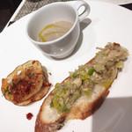 キッチンステージ - レンコンとドライトマトオレガノ風味。ポロねぎと鯖のブルスケッタ、原木椎茸スープ。(前菜)