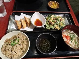 沖縄時間 - うちなープレートセットであぐー豚 揚げ餃子