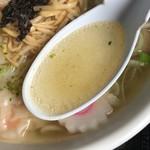 らー麺 Do・Ni・Bo - スープ
