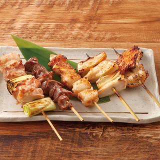 【大人気メニュー】肉汁溢れるジューシーな串焼き!