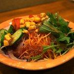 串焼 かつちゃん - 定番の「かっちゃん」サラダ