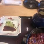 ひつまぶし名古屋備長 - お新香と出汁