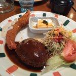 Sunorasukaru - 日替わりランチ800円エビフライとハンバーグです