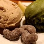 テンアンドハーフカフェ - ほうじ茶と抹茶のアイス
